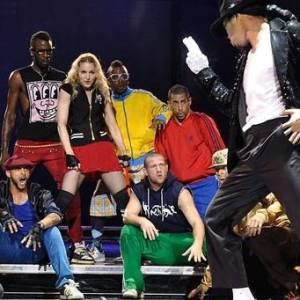 Madonna ensaia para novos shows de sua turnê Sticky & Sweet, em que homenageará Michael Jackson
