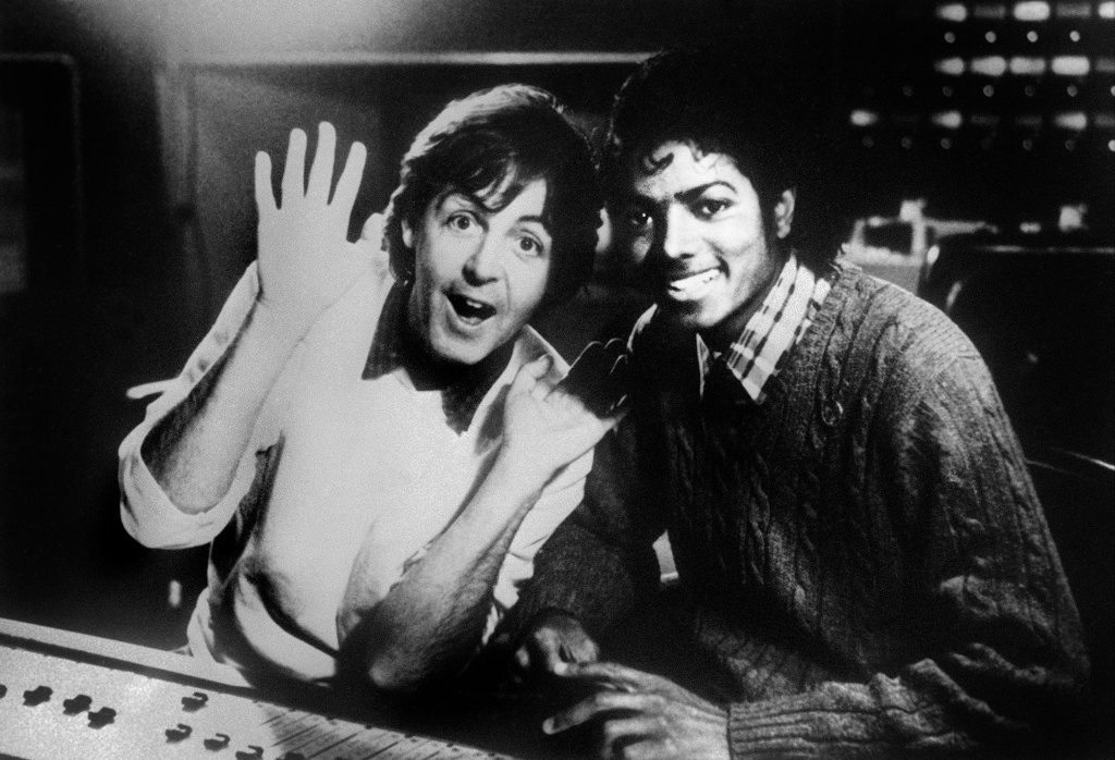 Paul McCartney e Michael Jackson em foto de 19/12/1983