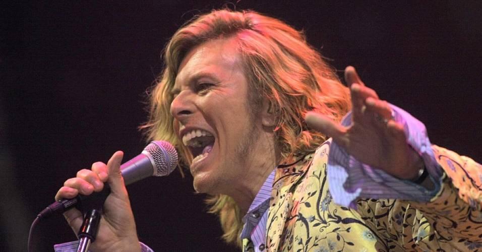 David Bowie se apresenta no festival Glastonbury, Inglaterra (25/06/2000)