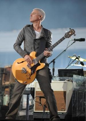 Adam Clayton em show do U2 em Dublin em 2009