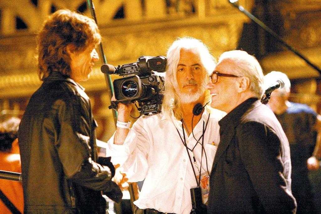 Mick Jagger, vocalista do Rolling Stones, conversa com o cineasta Martin Scorsese, durante gravações do documentário