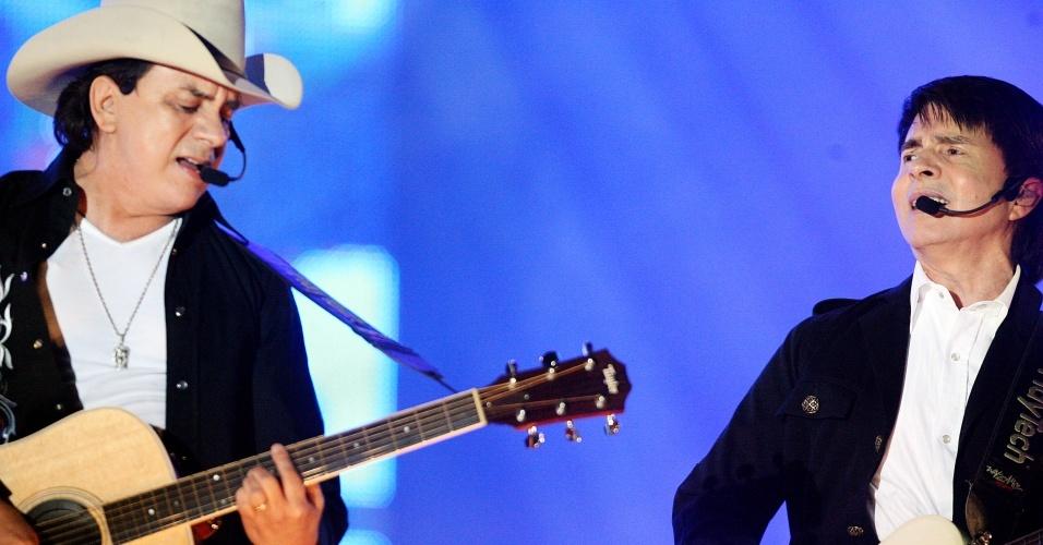 Dupla Chitãozinho & Xororó se apresenta na Festa do Peão de Barretos (27/08/2009)
