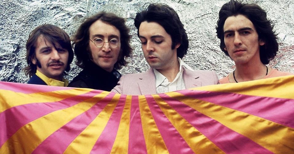 Os integrantes dos Beatles Ringo Starr, John Lennon, Paul McCartney e George Harrison