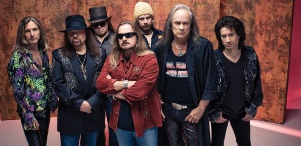 Os integrantes do Lynyrd Skynyrd: Mark Metejka, Gary Rossingtonm Peter Keys Pisarczyk, Johnny Van Zant, Robert Kearns, Rickey Medlocke e Michael Cartellone