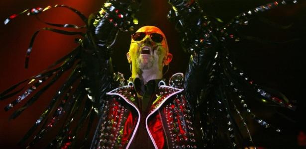 Rob Halford durante show do Judas Priest em Hannover, na Alemanha (02/06/2004)