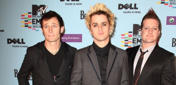 Mike Dirnt, Billy Joel Armstrong e Tre Cool do Green Day chegam ao MTV Europe Music Awards 2009 no O2 Arena, em Berlim (05/11/2009)
