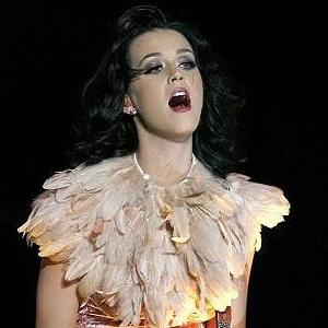 Katy Perry faz show beneficente em prol das vítimas dos tufões