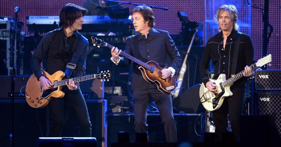 Paul McCartney durante apresentação em Paris (10/12/2009)