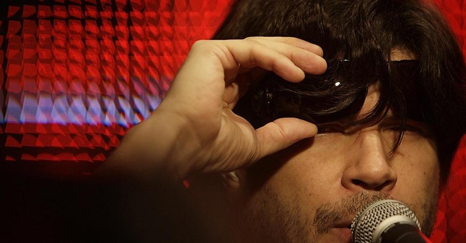 O cantor Paulo Ricardo faz apresentação exclusiva no UOL