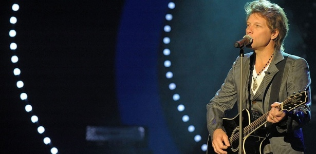 Jon Bon Jovi canta na no programa de TV