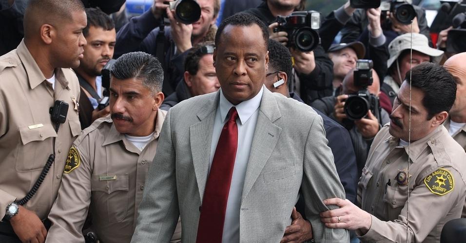 Conrad Murray chega à corte de Los Angeles para julgamento sobre morte de Michael Jackson (08/02/2010)