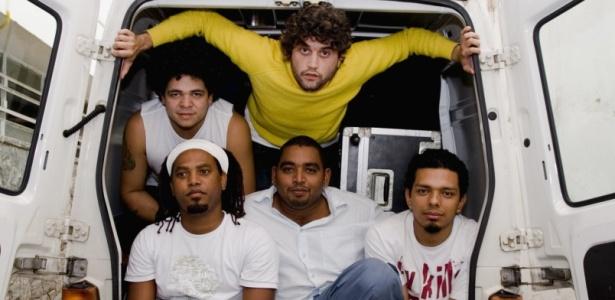 Os integrantes da banda  pernambucana Cordel do Fogo Encantado