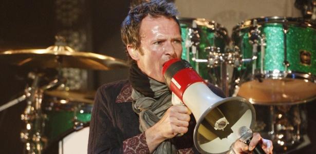 Scott Weiland durante show do Stone Temple Pilots no Almost Acoustic Xmas da rádio KROQ