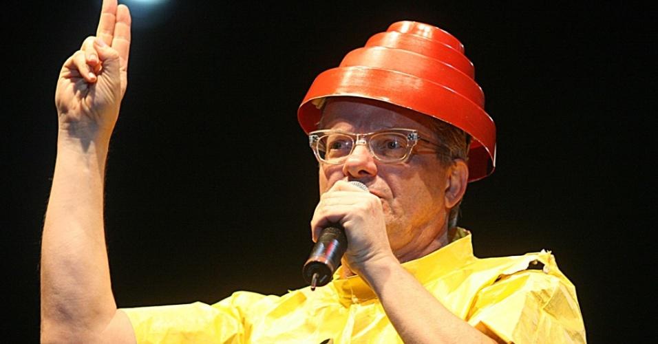 O vocalista Mark Mothersbaugh em show do Devo em São Paulo (10/11/2007)