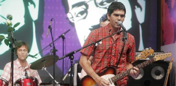 """Marcelo Bonfá e Dado Villa-Lobos, ex-integrantes da Legião Urbana, durante gravação do programa """"Altas Horas"""" (26/03/2010)"""