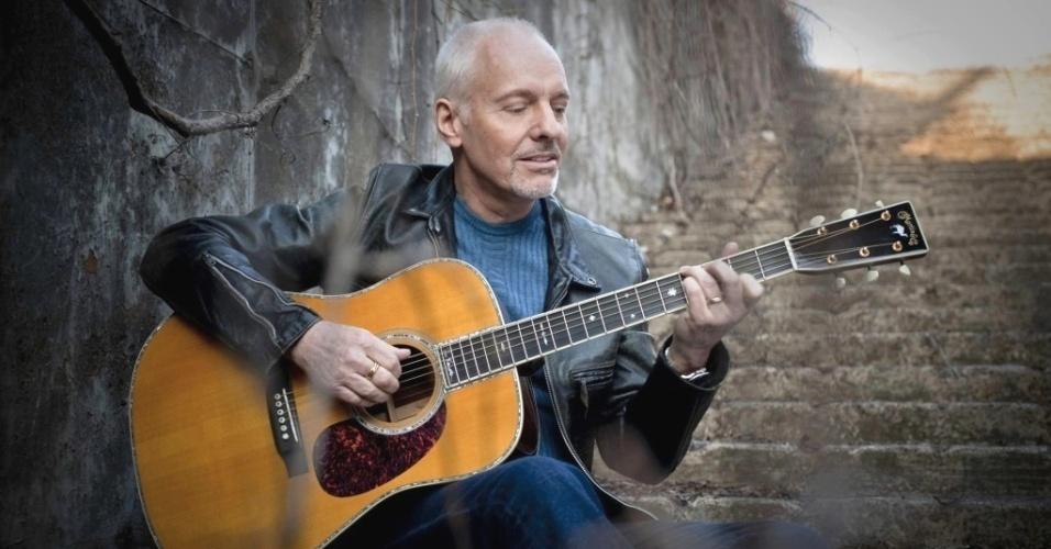 O guitarrista, cantor e compositor Peter Frampton