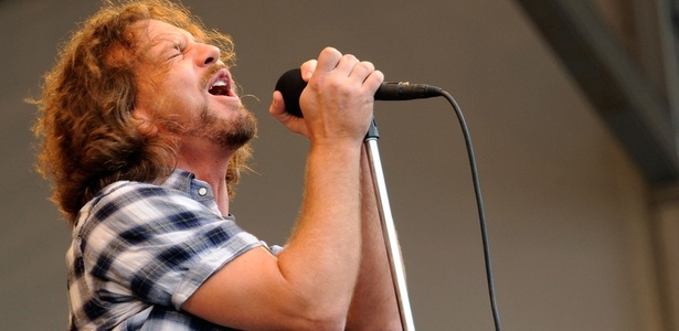 Eddie Vedder durante show do Pearl Jam no 40º New Orleans Jazz & Heritage Festival, em Lousiana (01/05/2010)
