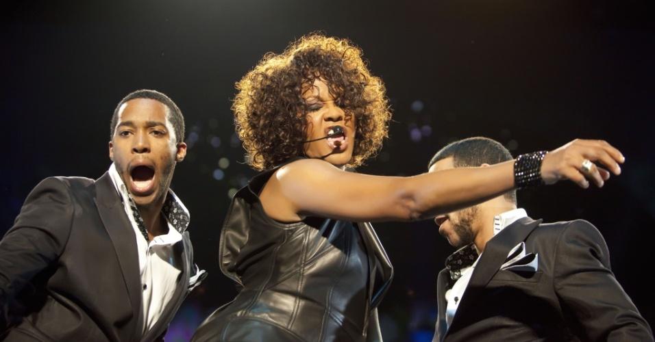 Whitney Houston canta durante apresentação em Berlim, na Alemanha (12/05/2010)