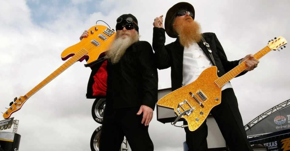 Dusty Hill e Billy Gibbons durante show do ZZ Top no evento da Nascar Sprint Cup Series Dickies 500 em Fort Worth, no Texas (08/11/2009)