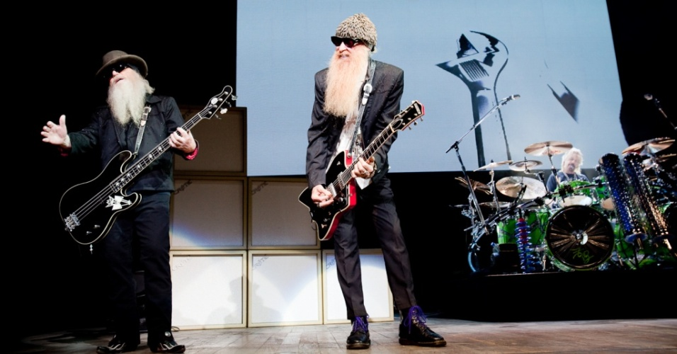 Dusty Hill, Billy Gibbons e Frank Beard durante show do ZZ Top no Via Funchal, em São Paulo (20/05/2010)