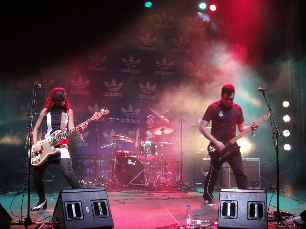 Apresentação da banda brasileira Autoramas no palco Adidas Originals no segundo dia do festival (28/05/2010)