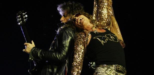 Joe Perry e Steven Tyler durante show do Aerosmith no estádio Palestra Itália, em São Paulo (29/05/2010)
