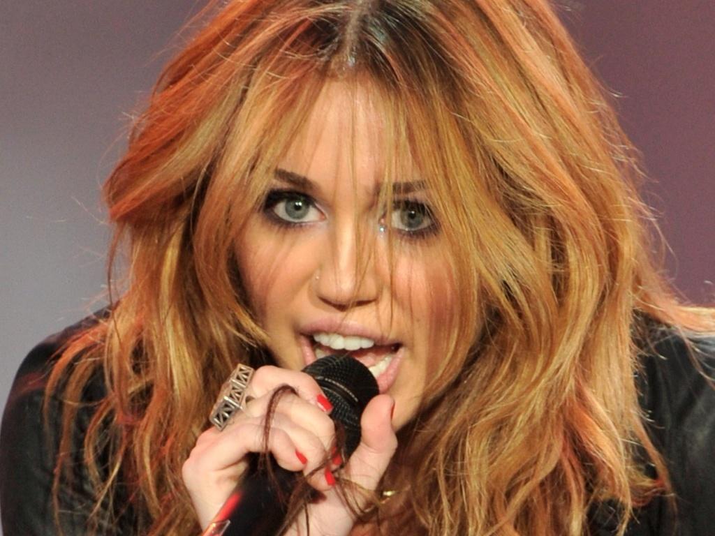 Miley Cyrus se apresenta no terceiro dia do festival Rock in Rio Madri (06/06/2010)