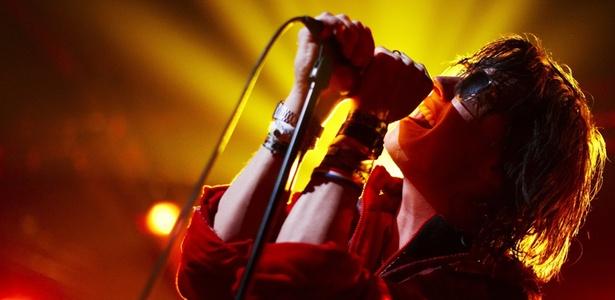 Julian Casablancas, vocalista do Strokes, canta durante apresentação solo no festival de Montreux, na Suiça (05/07/2010)