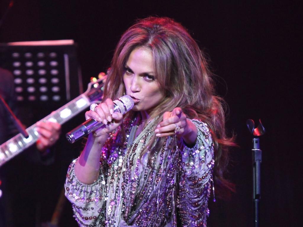 Jennifer Lopez canta em evento realizado em Nova York (15/06/2010)