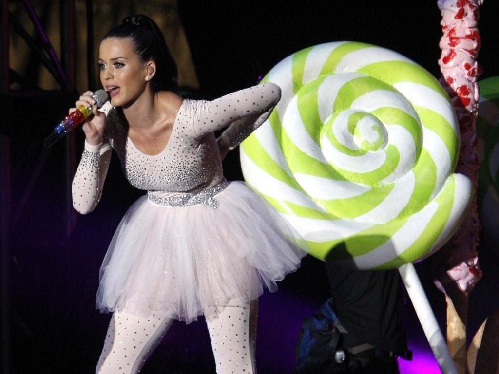 Katy Perry canta durante o MTV World Stage Live in Malaysia 2010, neste sábado, em Petaling Jaya, cidade próxima a Kuala Lumpur (31/07/2010)
