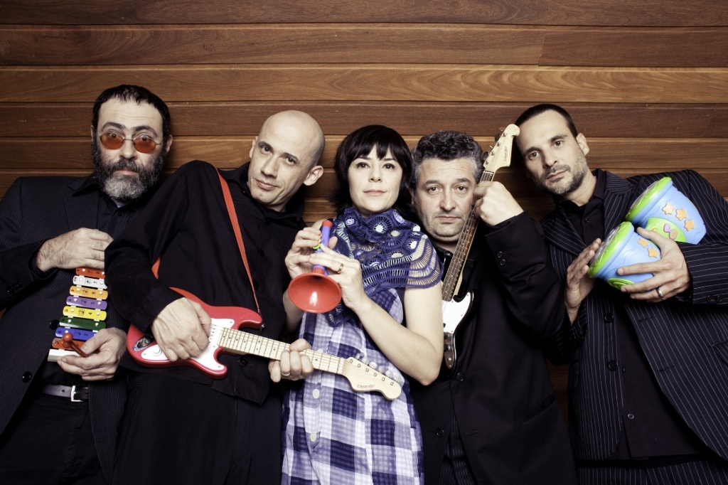 A banda Pato Fu em foto de divulgação do álbum