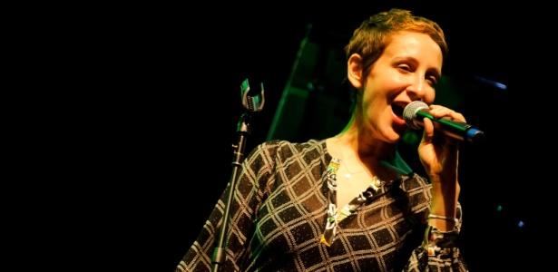 Cantora norte-americana Stacey Kent durante apresentação no Via Funchal, em São Paulo (9/9/2010)