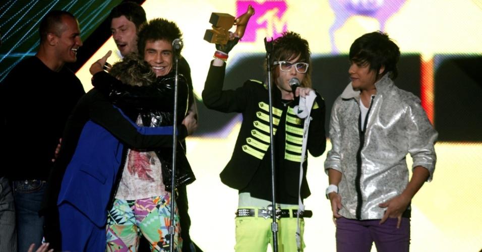 Restart recebe prêmio de hit do ano por
