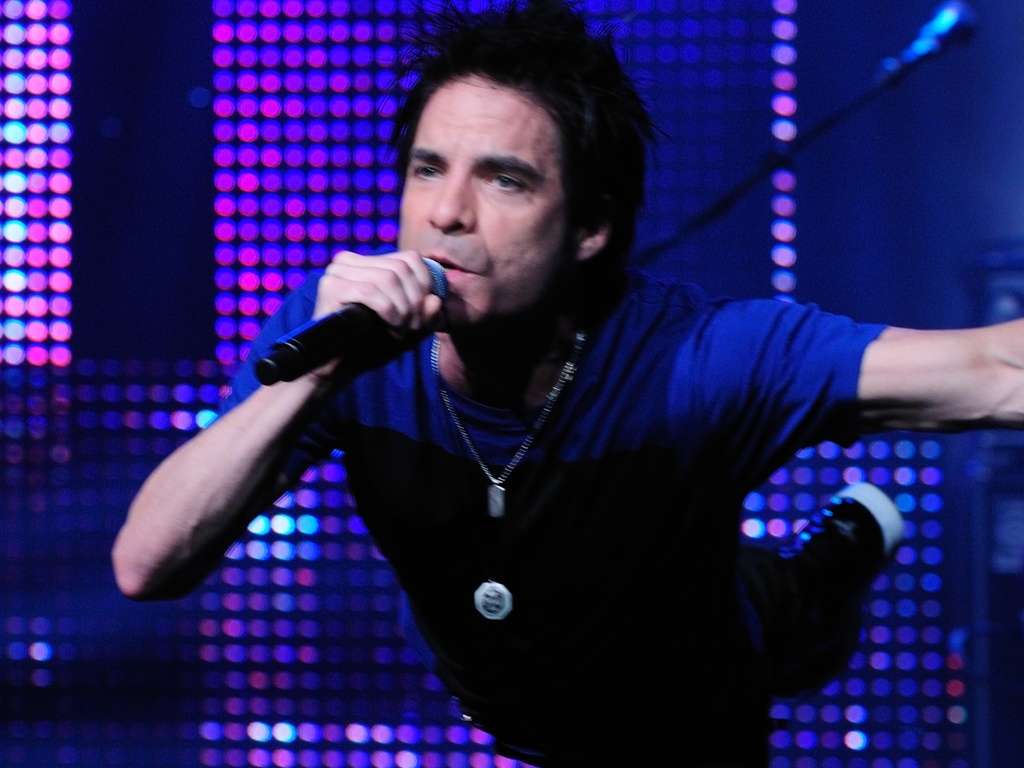 Patrick Monahan durante show do Train no James K. Polk Theater de Nashville, no Tennessee (12/09/2010)