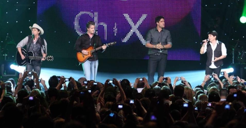 Chitãozinho & Xororó grava DVD com participação de Victor & Leo no Via Funchal, em São Paulo (28/09/2010)