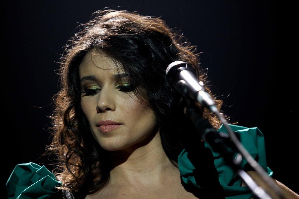 A cantora Paula Fernandes em show em São Paulo para gravação de seu primeiro DVD (05/10/2010)