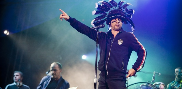 Jay Kay durante show do Jamiroquai no Festival Natura N&#243;s, na Ch&#225;cara do Jockey, em S&#227;o Paulo (16/10/2010)