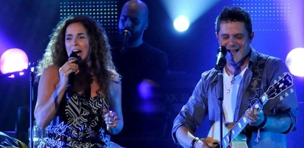 Daniela Mercury e Alejandro Sanz cantam durante show do cantor espanhol no Citibank Hall, no Rio de Janeiro (17/10/2010)