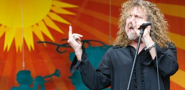 Robert Plant durante apresentação no Festival de Jazz de Nova Orleans, em Louisiana (25/04/2008)