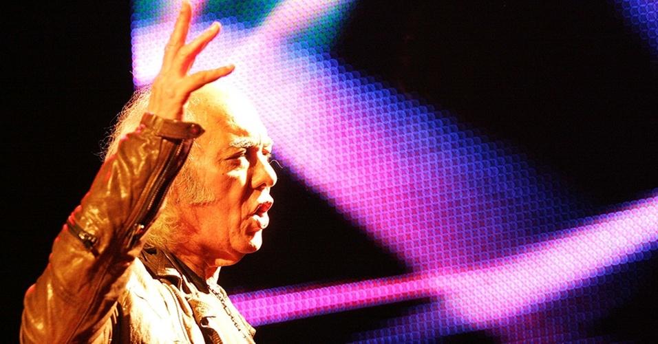 Erasmo Carlos em show na festa de aniversário da revista