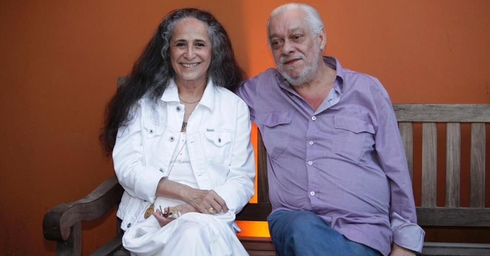 Maria Bethânia e Paulo César Pinheiro durante entrevista coletiva no Rio de Janeiro (05/11/2010)