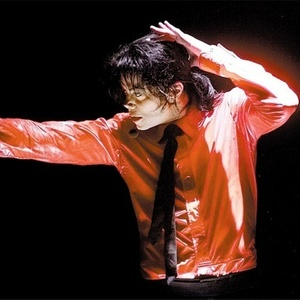 O cantor Michael Jackson (1958-2009) durante apresentação em Nova York em 2002