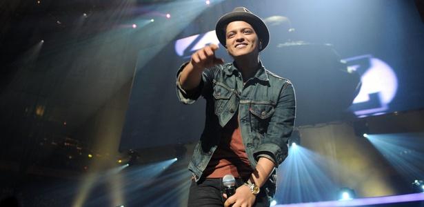 "Bruno Mars se apresenta no show ""Jingle Ball"", em Nova York (10/12/2010)"