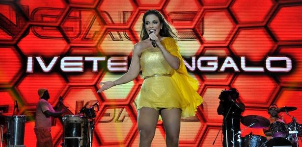 Ivete Sangalo canta durante apresentação no segundo dia do Festival de Verão de Salvador (03/02/2011)