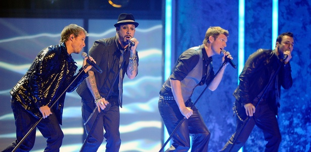 O grupo Backstreet Boys durante apresenta��o no American Music Awards, em Los Angeles (21/11/2010)