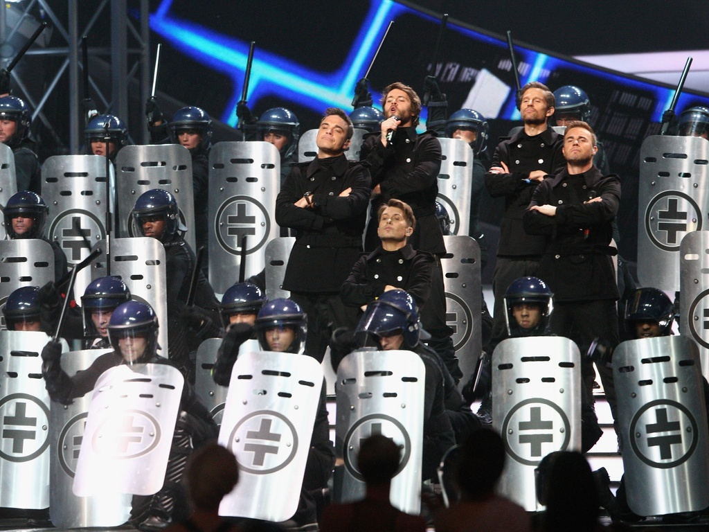 O grupo ingls Take That se apresenta no Brit Awards, em Londres (15/02/2011)