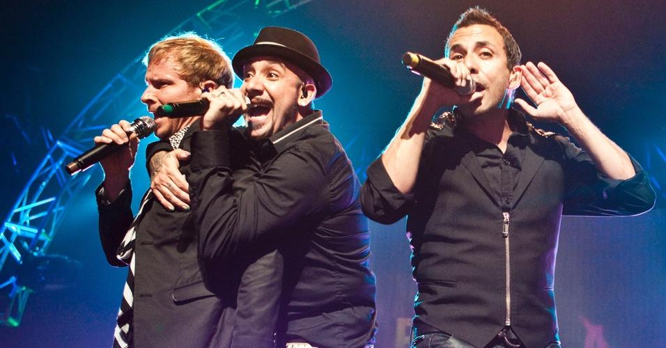 Brian Littrell, A.J. McLean e Howie Dorough no palco do Credicard Hall, em São Paulo (26/02/2011)