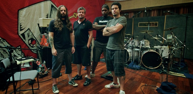 Os integrantes do Sepultura: Andreas Kisser, Paulo Jr, Derrick Green e Jean