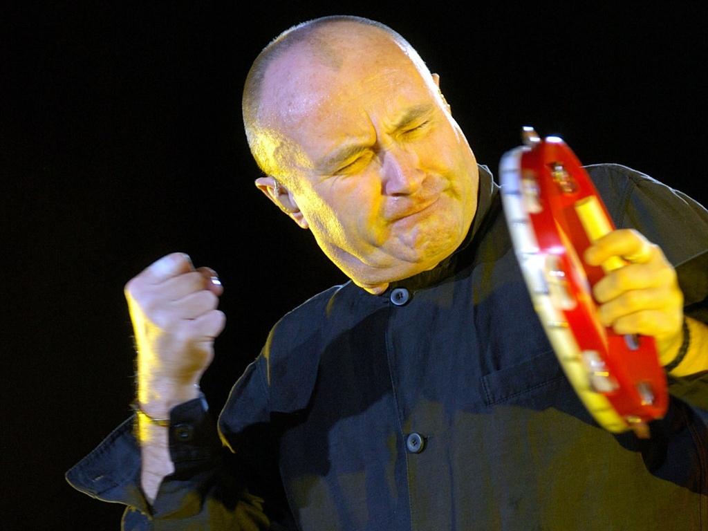 Phil Collins durante apresentação em Cologne, na Alemanha (12/06/2004)