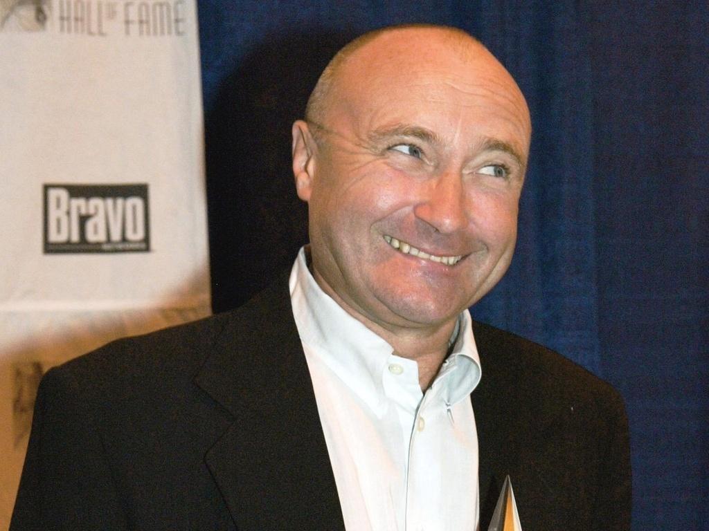 Phil Collins recebe é incluído no Hall da Fama dos Compositores, em cerimônia em Nova York (12/06/2003)